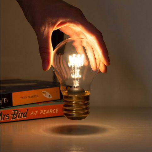Johdoton Hehkulamppu